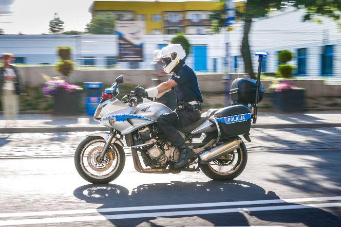 """Policja Zabrze: """"Bezpieczne Wakacje"""" - Spot policjantów z zabrzańskiej drogówki"""