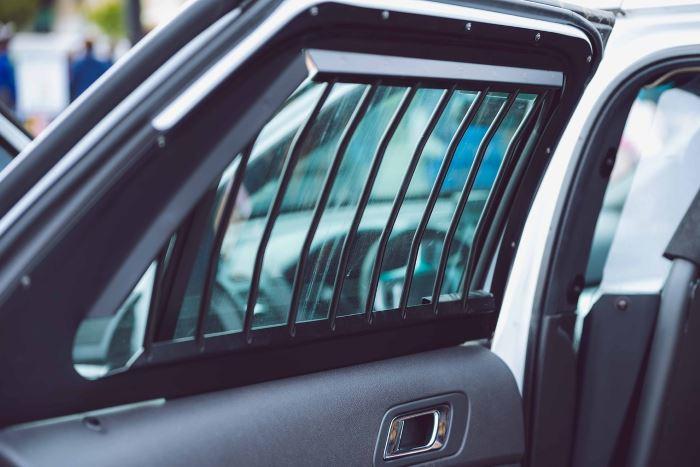 Policja Zabrze: Zabezpiecz swoje mieszkanie i samochód przed wyjazdem na wakacje!
